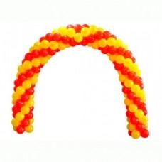 Желто-красная переплетеная спиралью арка из воздушных шаров