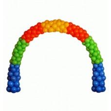 Радужная арка из синих, зеленых, красных и оранжевых воздушных шаров