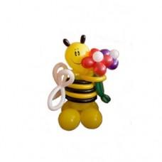 Пчёлка с букетом