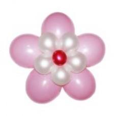 Нежно-розовый цветок из воздушных шаров