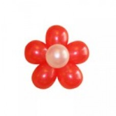 Красно-белый цветок с тычинками из воздушных шаров